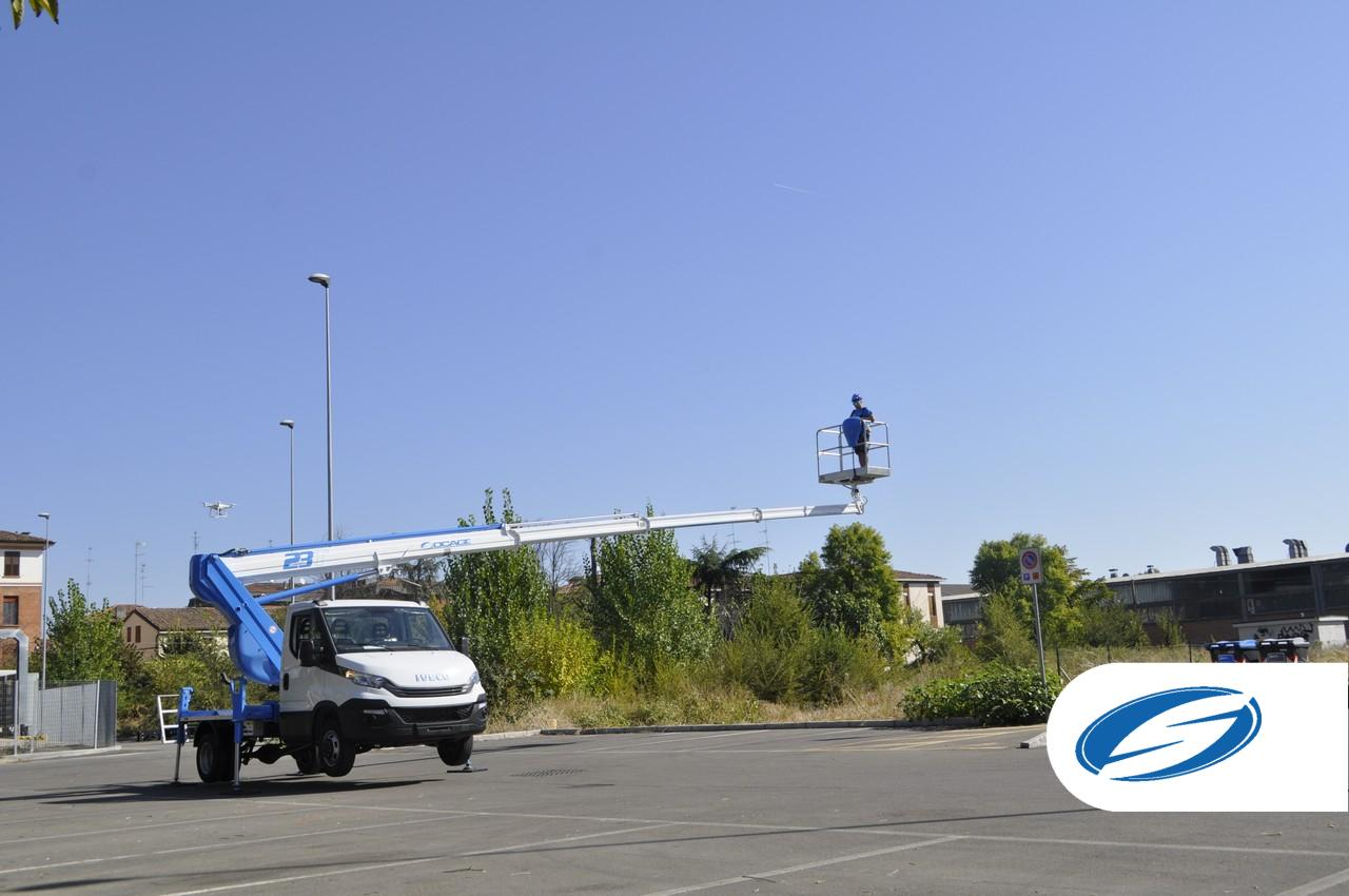 Socage piattaforme aeere autocarrata Forste 23T