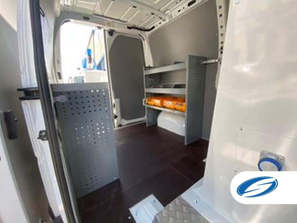 Interno furgone con cestello 12VT